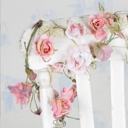 Guirlande de fleurs rose clair
