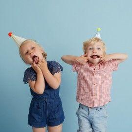 Chapeaux de fête à pompons (par 8)