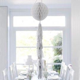 Boule en papier et tassel blanc