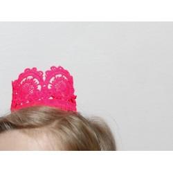 mini couronne dentelle - rose fluo